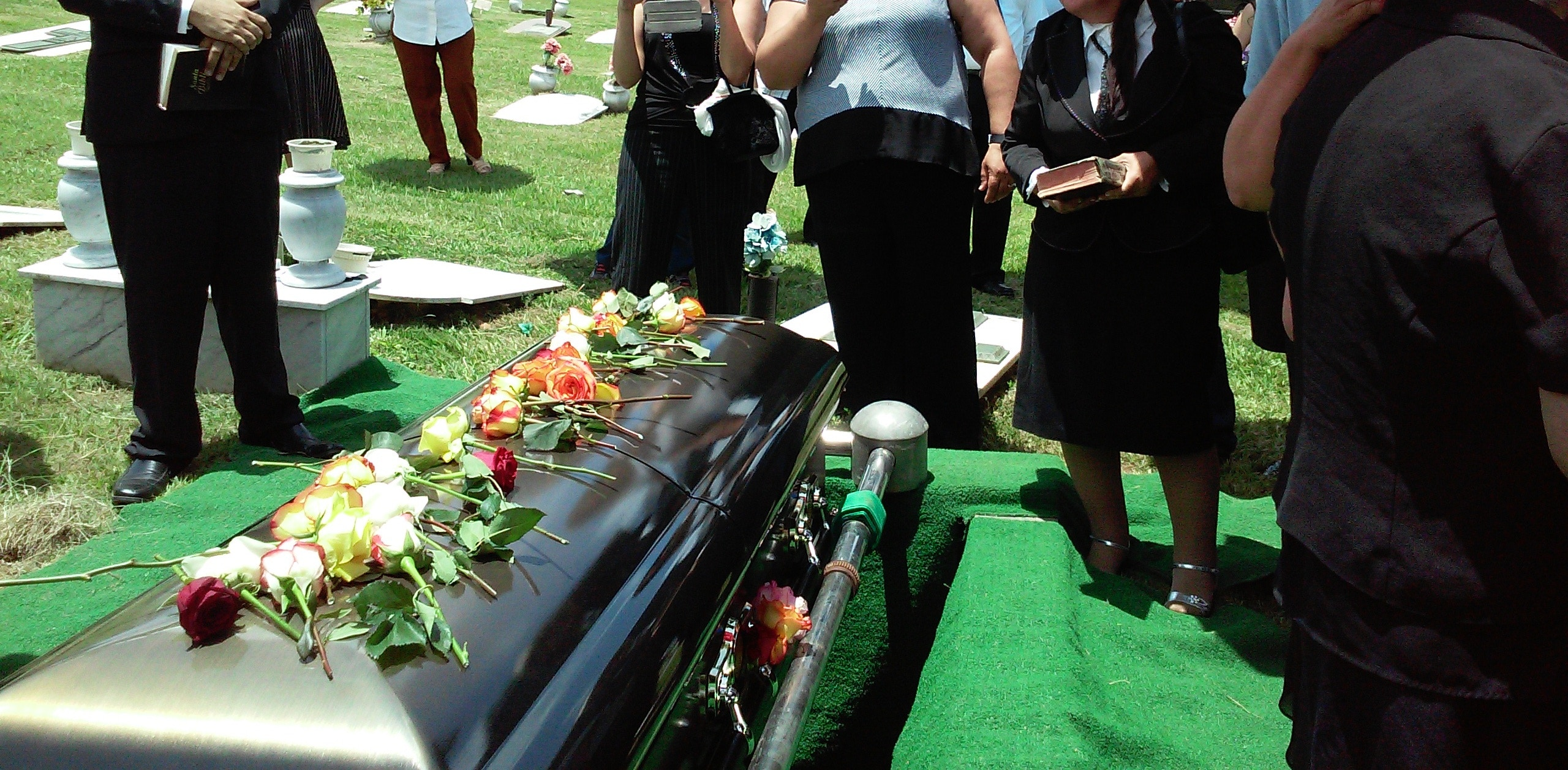 how-much-do-funeral-costs-and-what-are-funeral-financing-options